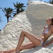Bikini peka girl.