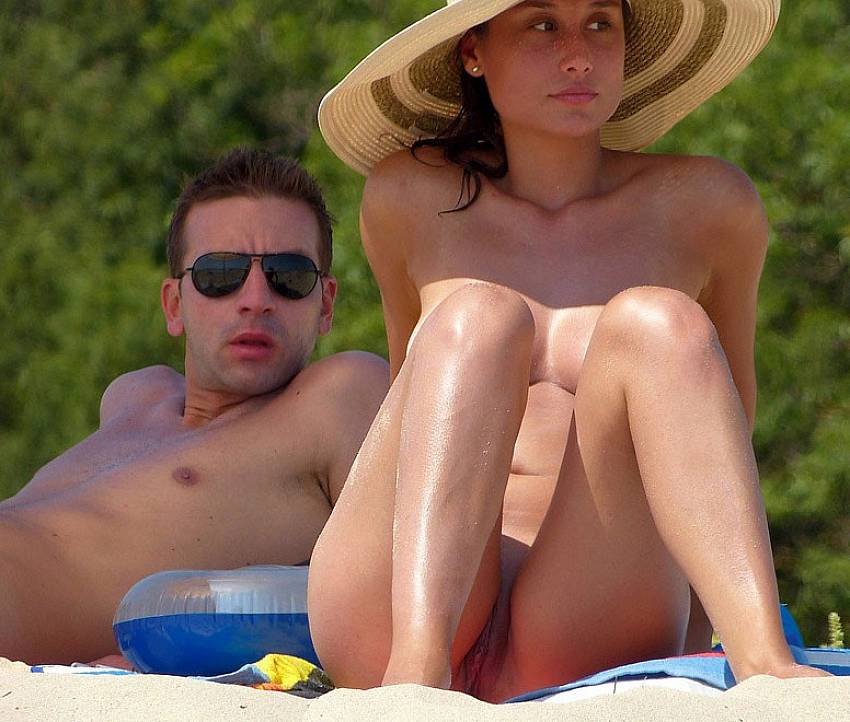 Pussy With Cum On Beach Voyeur - Naked girl and nude pussy on the beach. Voyeur content - 5 pics.