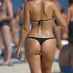 Voyeur topless.
