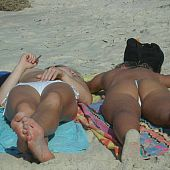 Voyeur Fotos of topless beach cuties on Teenage Nudists.