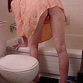 Hotty next door peeing in bathroom.